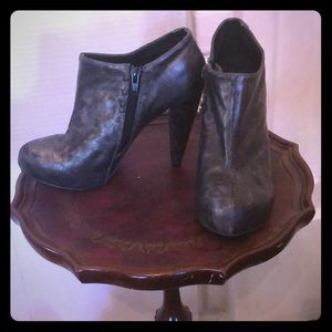BKE Graphite color booties